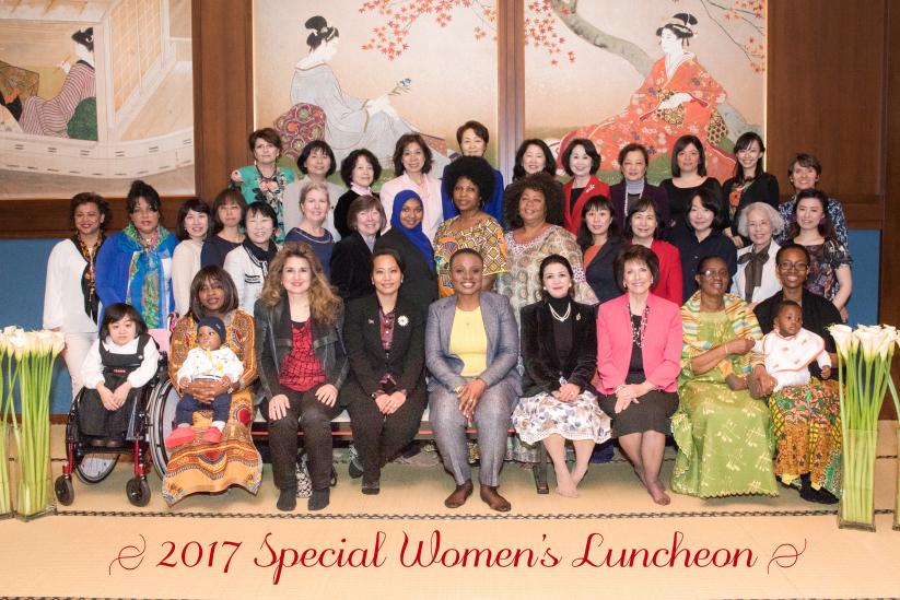 大会優勝者が「各国大使夫人との昼食会」で優勝スピーチを披露されました