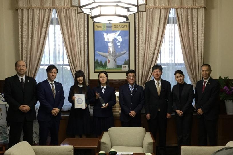 優勝者が大阪府知事を表敬訪問しました
